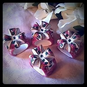 Other - Christmas Present Ceramic Napkin Rings